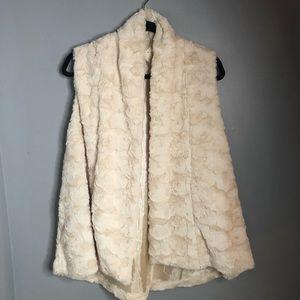 entro GORGEOUS Cream faux fur swing vest S…